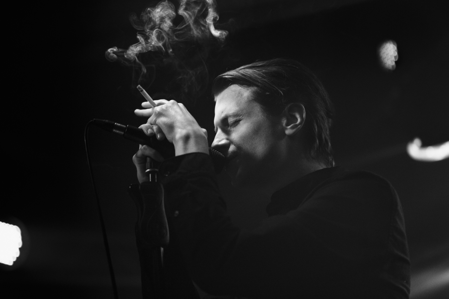 #sailorstrap_april #canon #canonpolska #wydzialremontowy #portrait #concert #koncert #vocalist #smoke #cigarets @exposurecollective